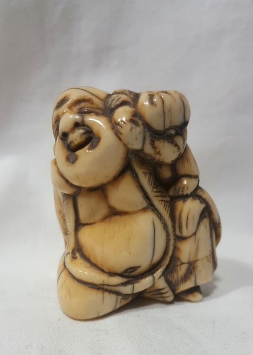 Ivory Netsuke - Hotei with Chinese child (karako) - Japan - 19th century (Edo Period)