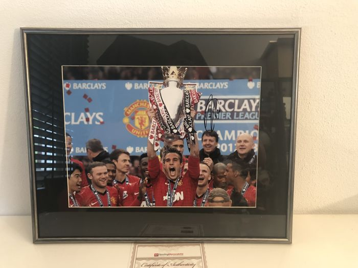 Signed and framed Robin Van Persie Manchester United photo