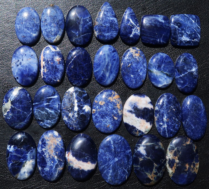 Important lot of natural sodalite - cabochons of various forms - 2.9 to 4.1 cm - 183 g - 915 Ct (27)
