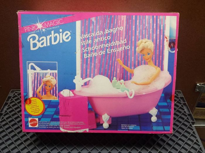 Vintage Barbie with different accessories, 1990 - Catawiki