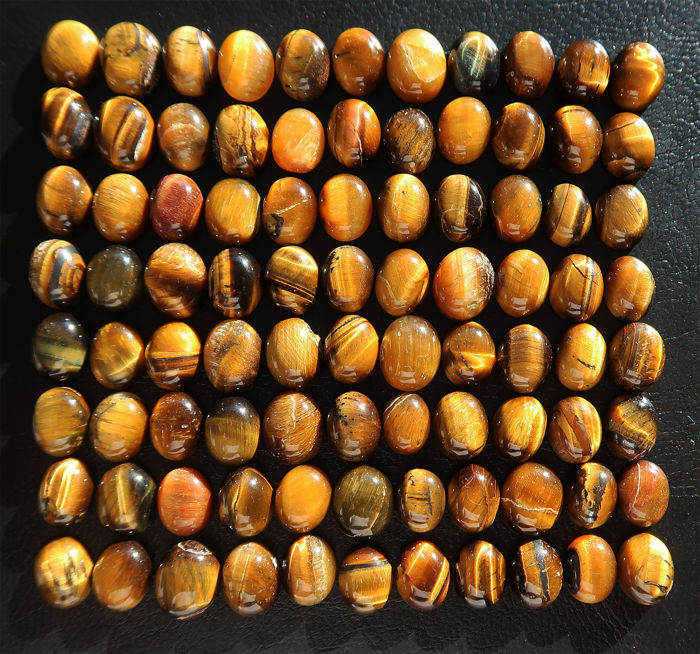 Impressive lot of natural Tiger's eye cabochons - 1 to 1.15 cm - 281.5 ct  (88)