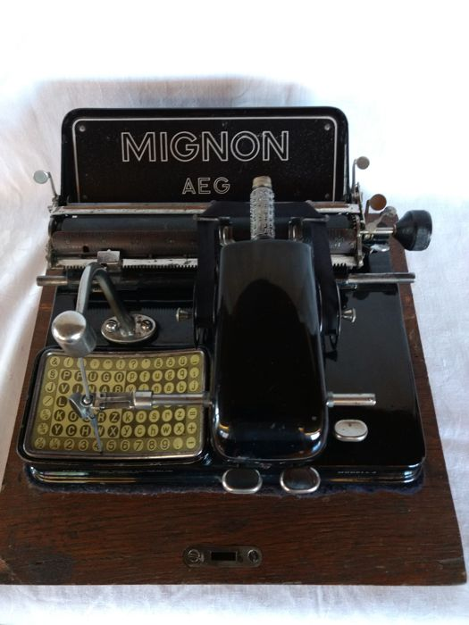 Typewriter Mignon model 4 from 1925