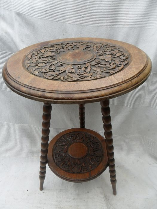 Oak table with 2 plateaus in the style of Howard, England, late 19th/early 20th century