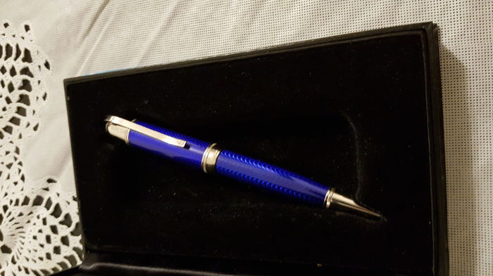 Limited edition Jules Verne Writers Series pen.