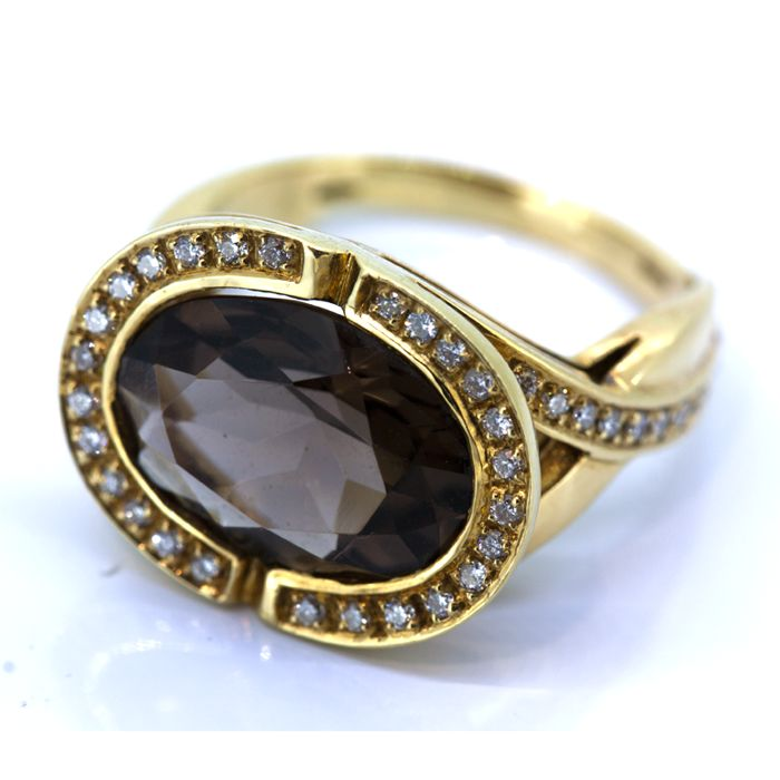 Gold cocktail ring with topaz and brilliants