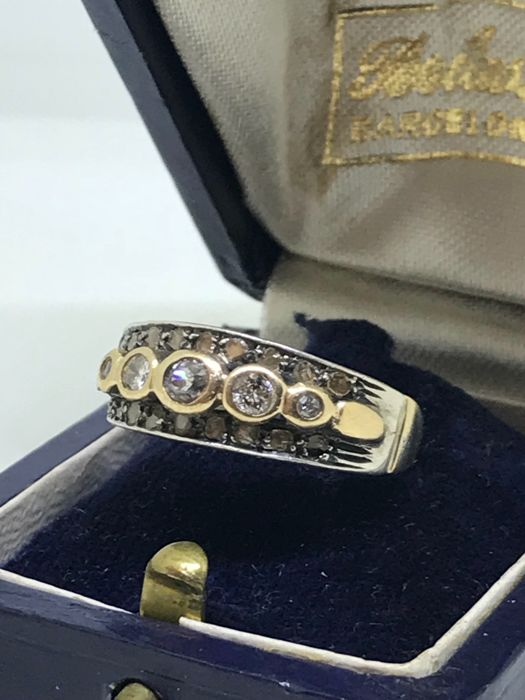 Band ring in 14 kt gold with rose coronè diamonds