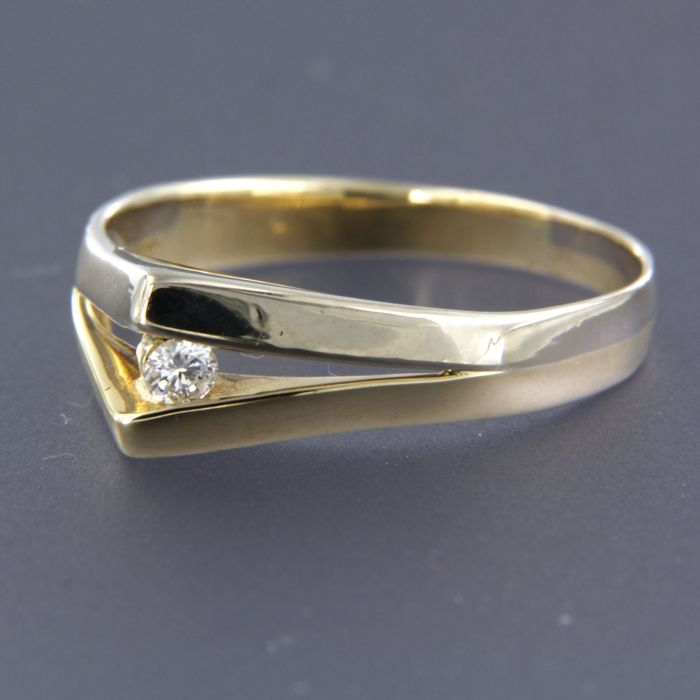 14 kt, bi-colour gold ring set with brilliant cut diamond, approx. 0.07 carat in total, ring size 19.25 (61)