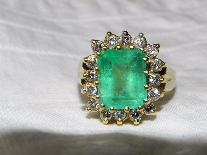 Luminous emerald and brilliant cocktail ring 18 KT - 750 gold - 18.7 mm