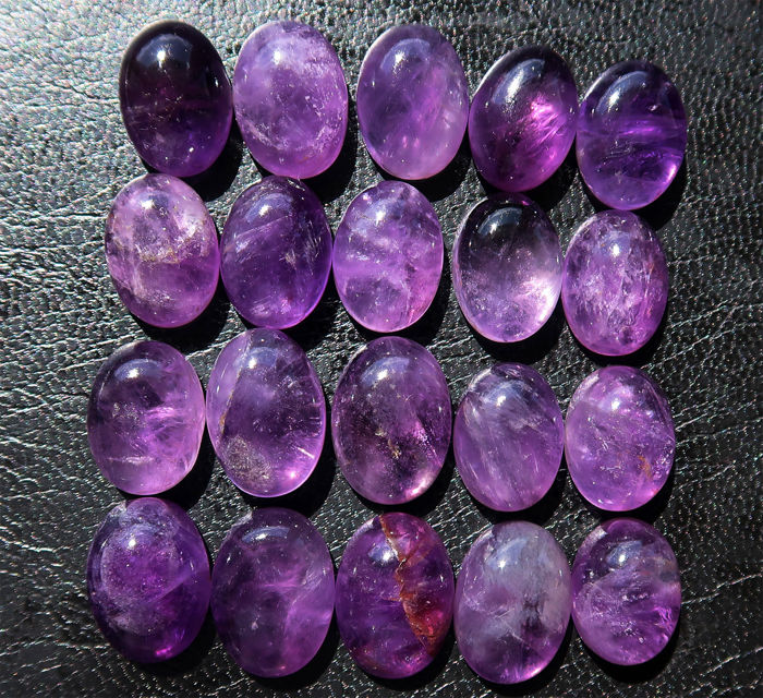 Lot of natural amethysts - large cabochons in oval shape - size 16 to 19 mm - 244 ct (20)