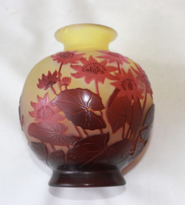 Emile Gallé - glass cameo vase with waterlilies decor