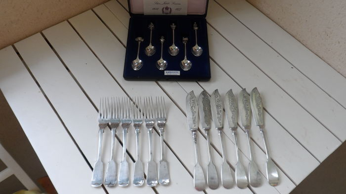 Assorted lot of Vintage Boxed Silver Plated spoons and Fish Forks with Knives set for 6
