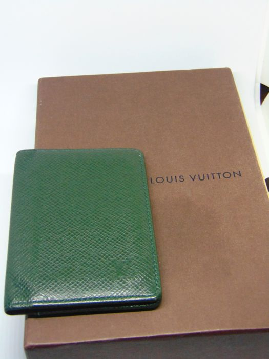 2ccfe22fd5492 Louis Vuitton - Taiga Card Holder Portemonnee - Catawiki