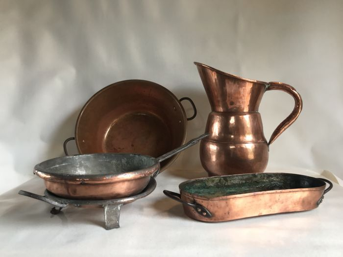 Lot of copper - 1 enormous pitcher - 1 fish kettle - 1 jam basin - 1 frying pan - 1 pan rest
