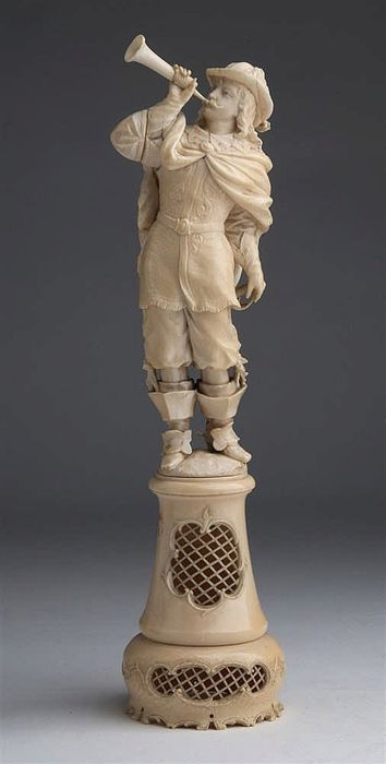 Ivory carving depicting a Bugler - France - 18th/19th century