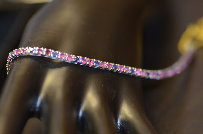 """Tennis bracelet in 18 kt gold with rubies for 3.60 and sapphires for 1.90 ct, for a total carat weight of 5.50 ct - Total Length: 18.5 cm """"No reserve price"""""""