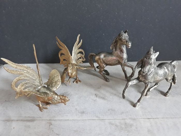 4 table pieces, silver plated horses and brass fighting cocks, 20th century