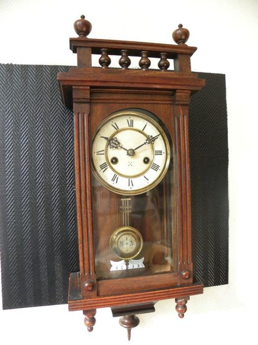 Small regulator clock Junghans/Pfeilkreuz, 1930s