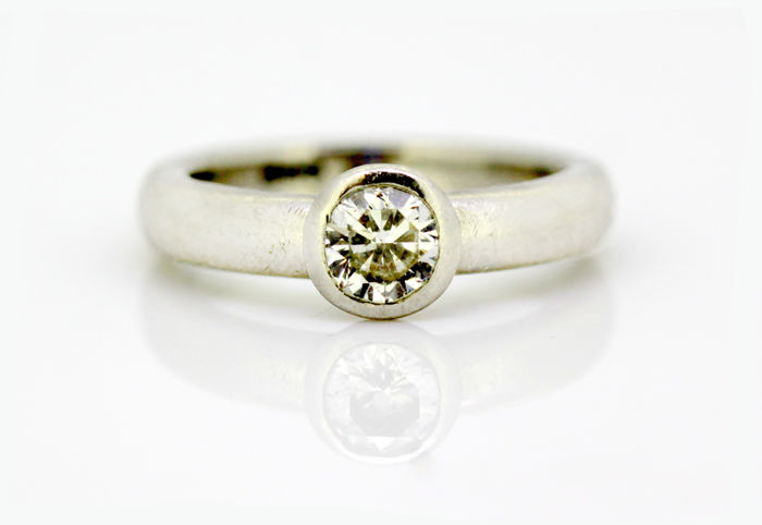 Platinum - Platinum Ladies Ring With Diamond