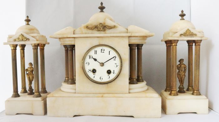 Neo-Baroque marble clock set with columns, domes and figures - late 19th century