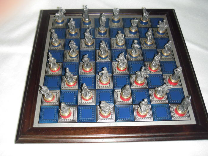 Chess game with tin chess pieces in closed wooden box - Franklin Mint