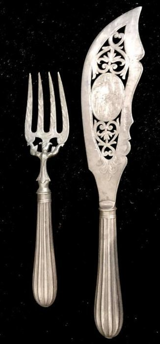 A , 19th Century , high quality , fish serving set in hallmarked Sheffield silver plate - Queen Victoria era (1837 - 1901 ) , Circa  1870