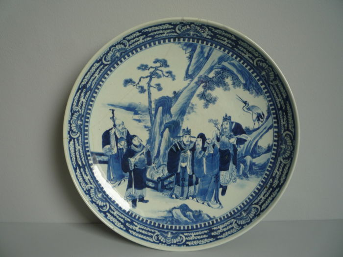 Beautiful, large (approx. 41 cm in diameter) porcelain platter with blue and white decorations - China - 19th century
