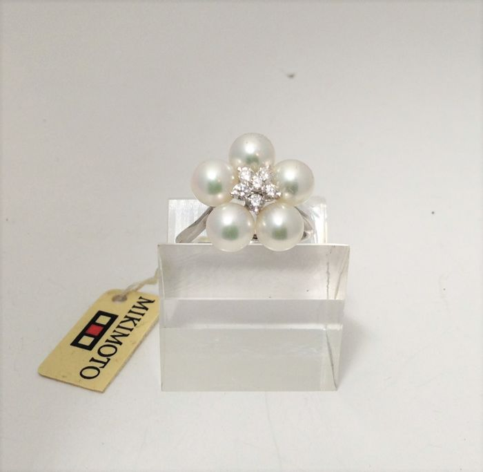 Mikimoto - Ring in 18 kt white gold - diamonds - pearls - new, never worn