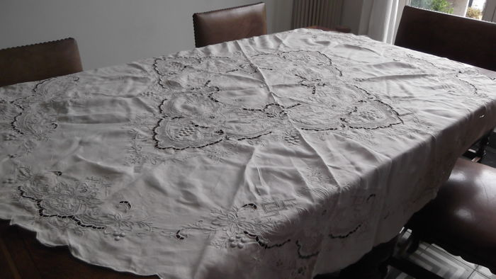 Round tablecloth French brocante Richelieu embroidery