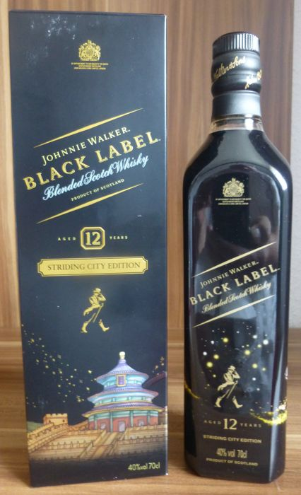 Johnnie Walker 12 years old Black Label Striding City Limited Edition - 0,7 Liter