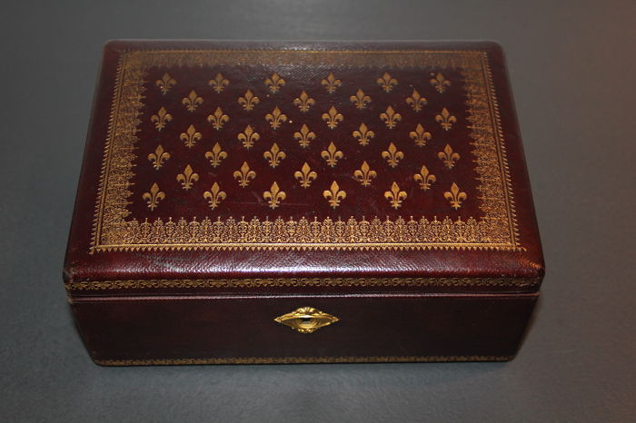 Period jewellery box made of leather and with decoration of flower-de-luce carved and gilded, double interior with silk, brocade style