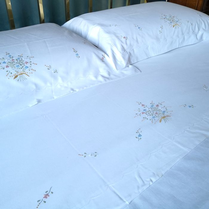 Two double bedsheets and two cotton pillowcases - High quality Italian craftsmanship - Never used