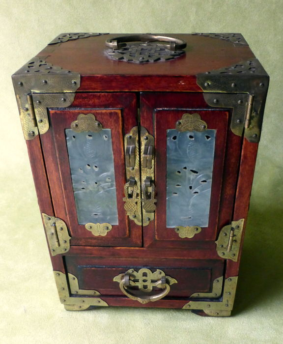 Rosewood Chinese jewellery cabinet with hard stone ornaments - China - 2nd half 20th century