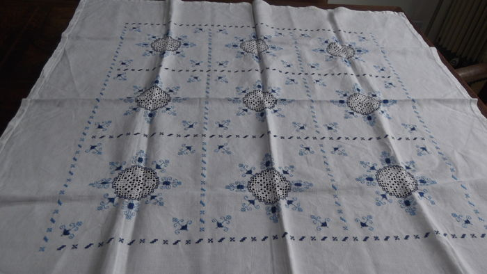 Vintage tablecloth - hand embroidered