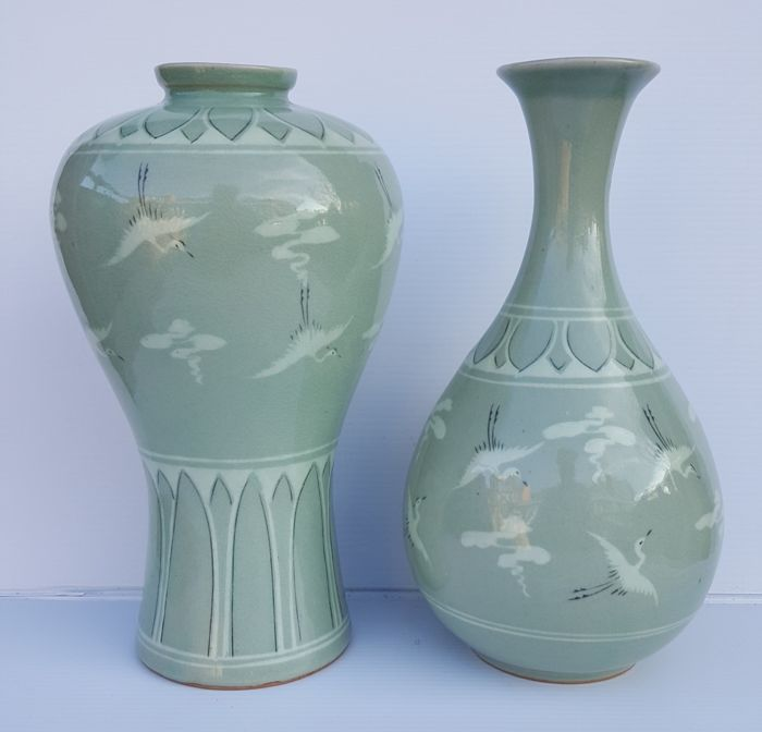 Two Celadon vases with cranes, height 22.5 cm - Korean - late 20th century