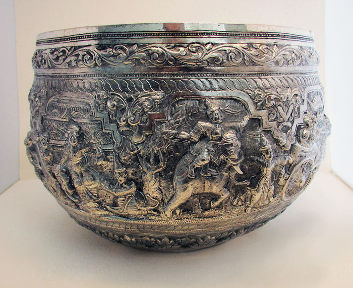 Magnificent Antique 1913 Repousse Burmese Silver Thabeik Bowl - Upper Kalewa, Burma - early 20th century
