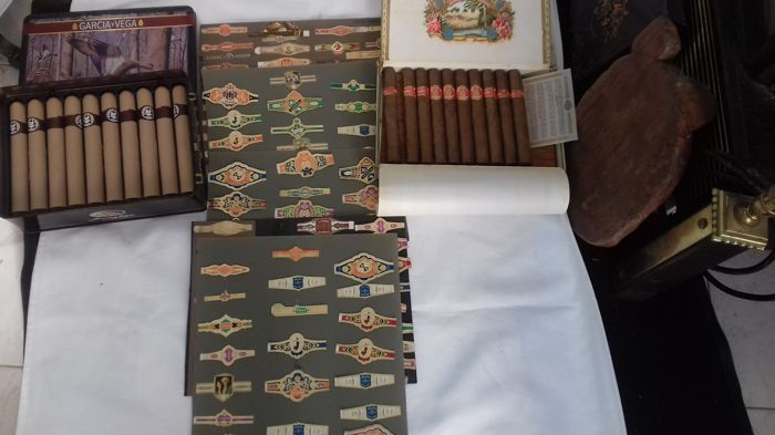 The lot holds a collection of cigar seals, english corona cigars and Saint Luis Rey Cuban cigars.