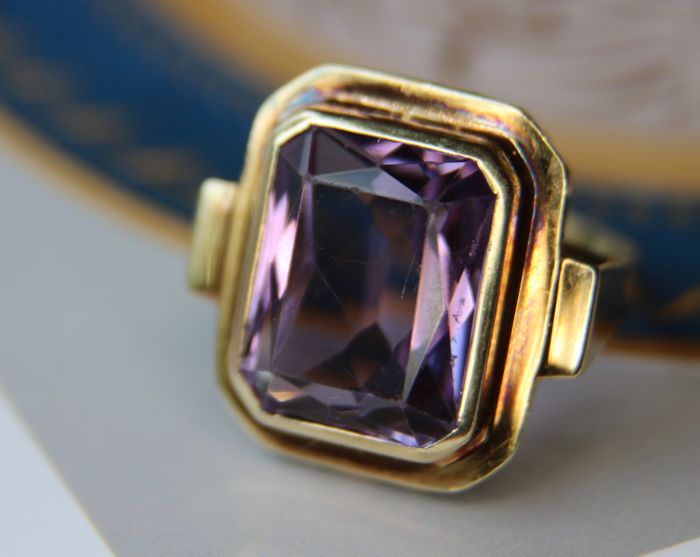 Gold ring 585/14kt. rectangular faceted natural Amethyst approx. 9.57ct. in solid geometrical frame.