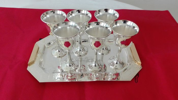 Set of tray with six goblets