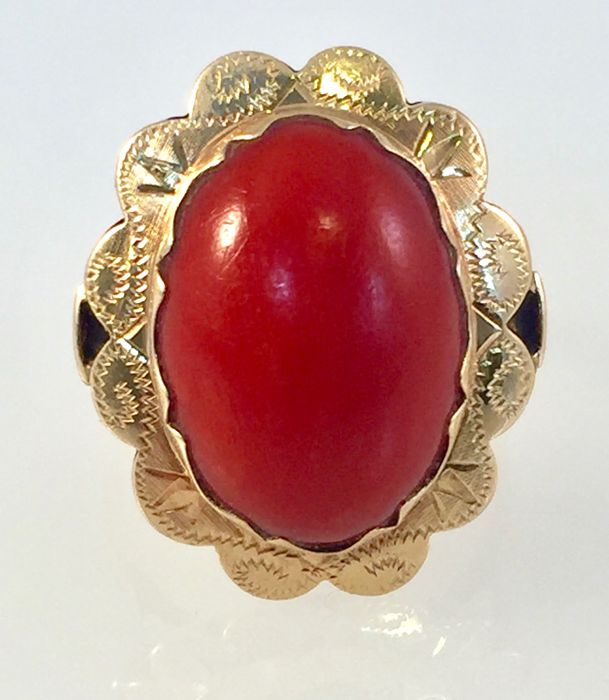 14 kt gold ring with 18.15 mm oval precious coral - ring size: 17.93