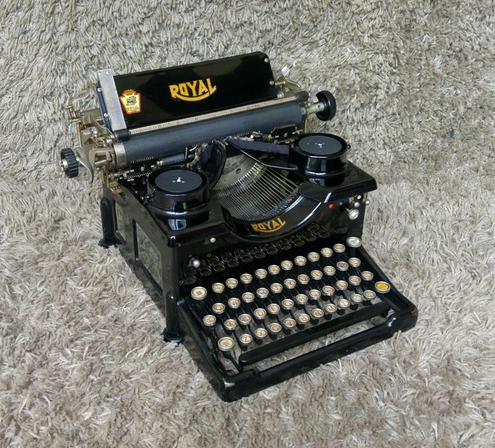 Royal - Antique Typewriter - USA - 1920