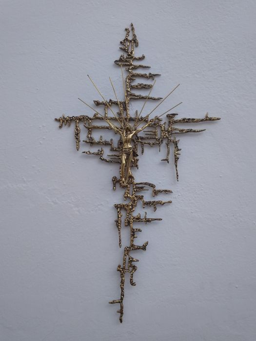 Huge cross of Dali in bronze 76 x 44 in perfect condition Dating back to the 1960 approximately. It is ready to hang
