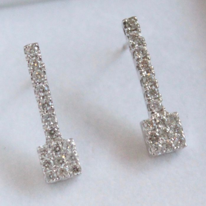 18 kt white gold earrings set with diamond, size 6 x 21 mm