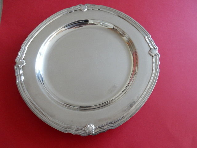 "CHRISTOFLE - beautiful large, round serving plate or presentation dish - ""scallop shell"" model, silver plated metal - circa 1920-1930, France"
