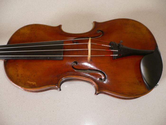 Beautiful 4/4 German violin with a SCHWEIZER label, beautiful lacquer, detailed finish with a mild, full sound