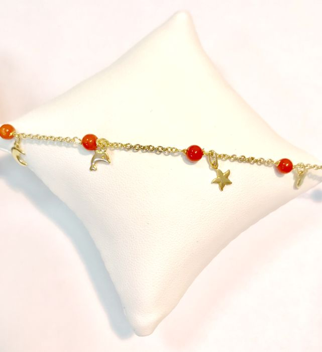 18 kt yellow gold child's bracelet with coral beads – bracelet length 15 cm.