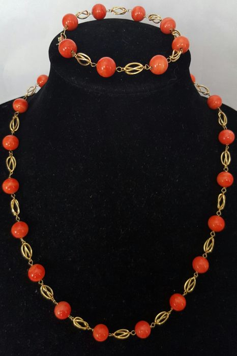 Gold 18 kt/750 - Necklace and bracelet with gold links and natural red coral - 50.60 grams