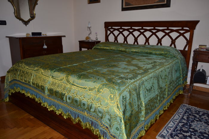 Wonderful silk brocade bedspread, gold and green colour, made in Italy in the 1950s