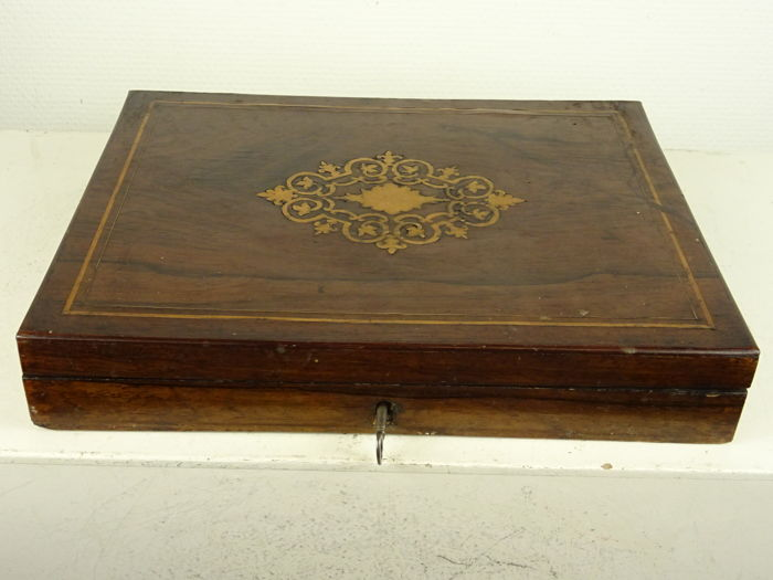 A Wooden box with playing fiches - France - 19th century