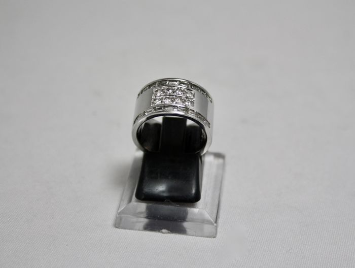 Band ring in 18 kt white gold with 1.40 ct of diamonds, size 52