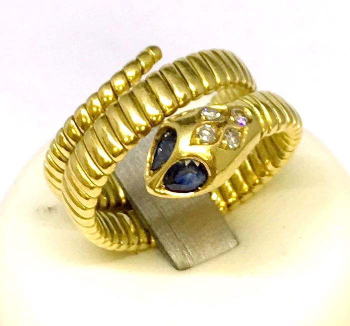 Snake ring in 18 carat yellow gold with diamonds, 0.12 ct, H/VS and 2 sapphires, weight: 12.47 g